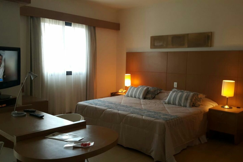 Amplo espaço com 45m2 com cama king (2,00 x 2,00)