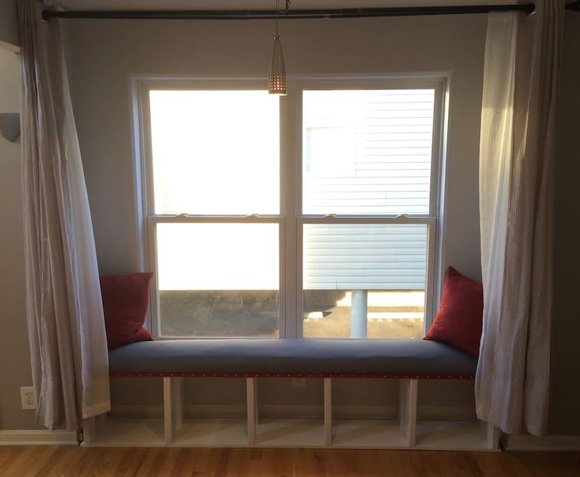 Window-seat bench