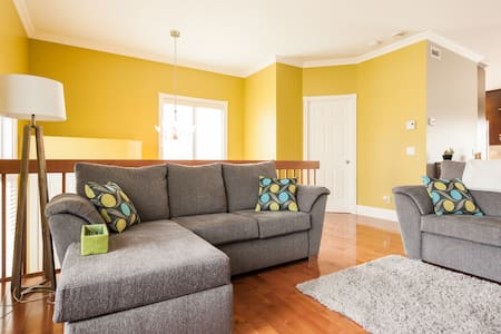 Your Home Away from Home! - Saint-Nicolas - House