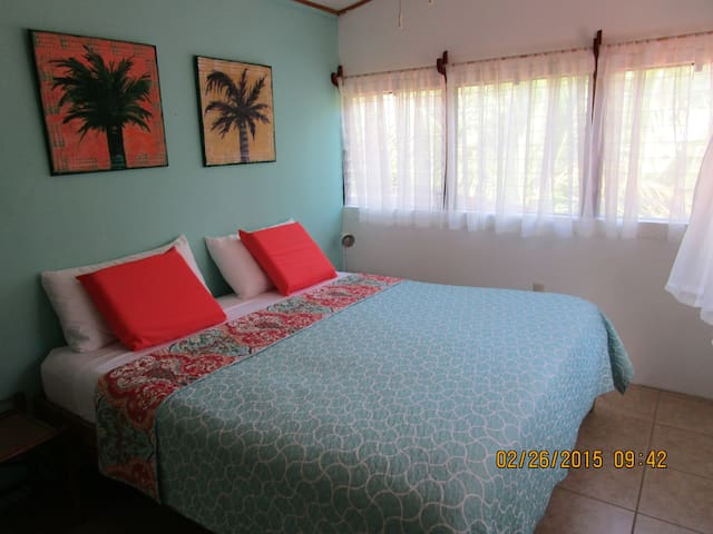 """HOSE B""   King Size Bed A/C, Wi-Fi - Punta Uva - Appartement"
