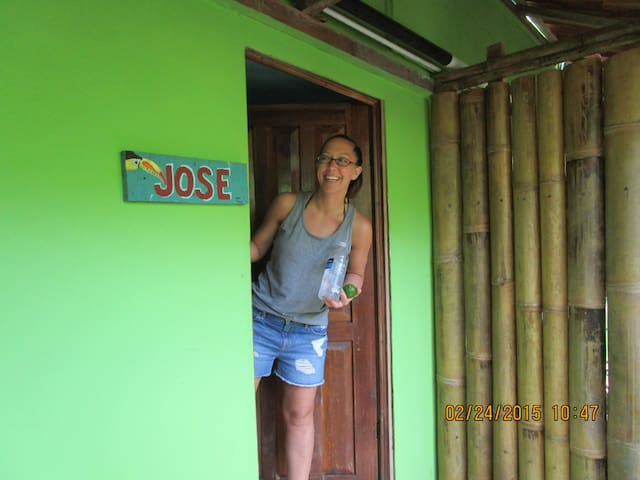 """JOSE"" Queen Bed, Kitchen, A/C WiFi - Punta Uva - Bed & Breakfast"