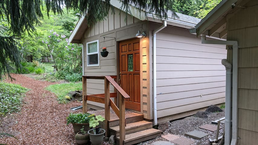 Portland Guest House. Private entrance.