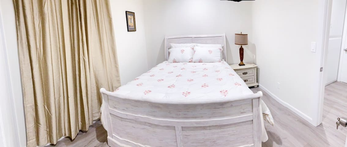 Private nice&clean room, shared bath/kitchen/pool