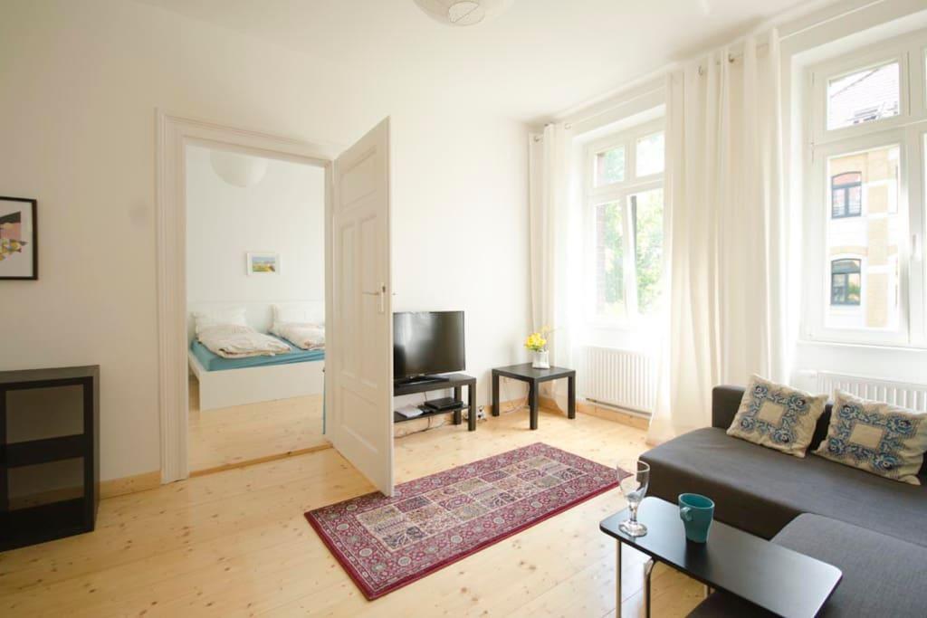 Flat 8 door into large bedroom. Wohnung 8 mit Tür zum großen Schlafzimmer