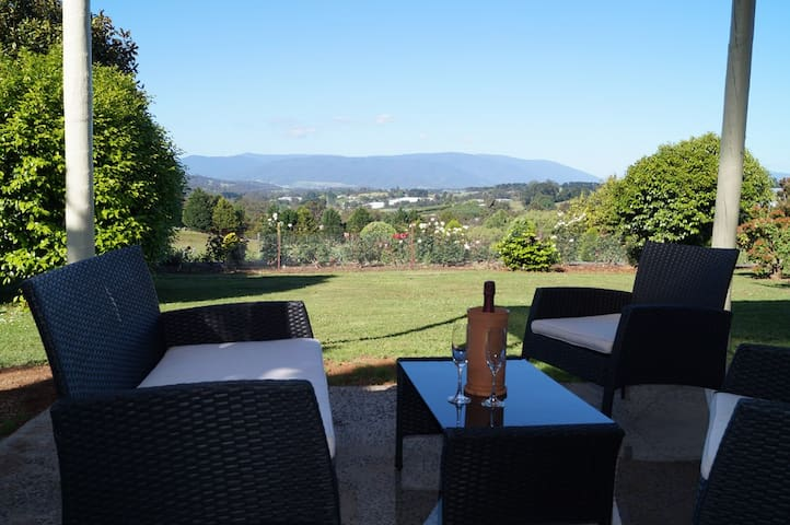 Eagle's View B & B Cottage - Wandin North - House