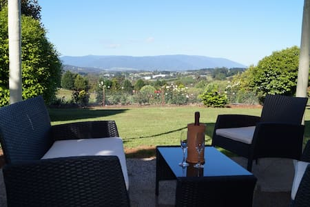 Eagle's View B & B Cottage - Wandin North - Casa