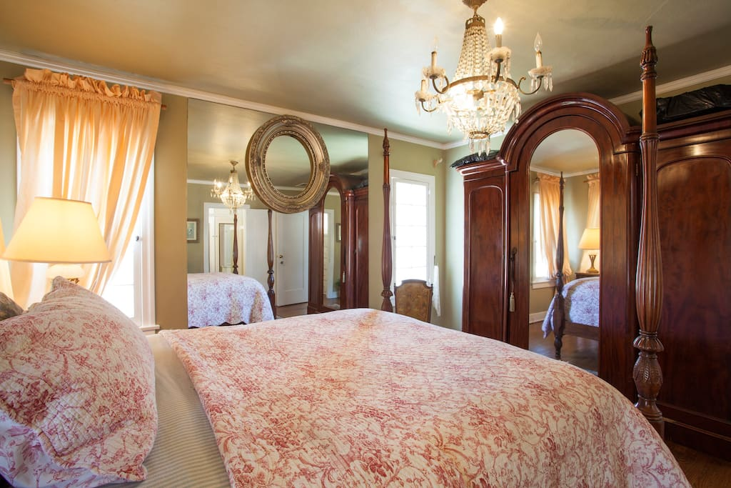 Large airy room with 10 foot ceilings