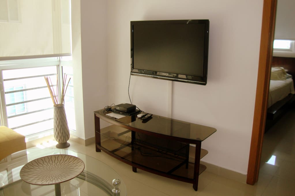 Nicely arranged living room with TV and strong WiFi and AC
