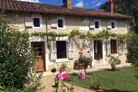 La Vie en Rose - Champagne-Mouton - Bed & Breakfast