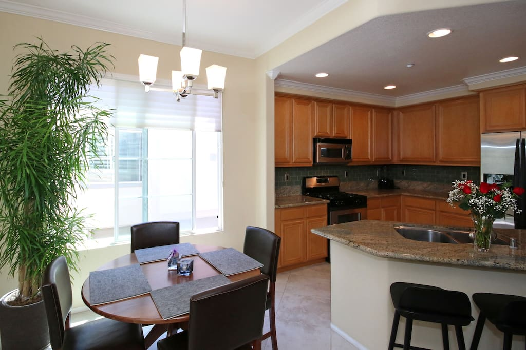 2 Bedroom Mission Valley Amenities Townhouses For Rent In San Diego California United States