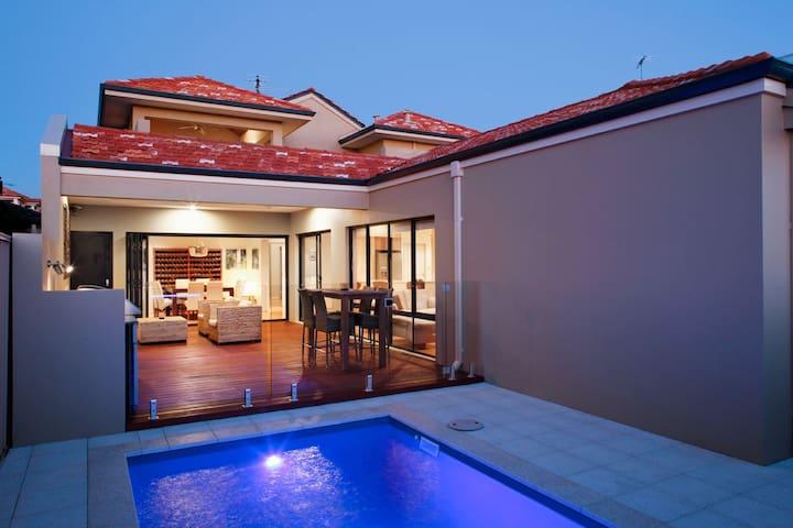 Luxury home near Beach & City - Karrinyup - Talo