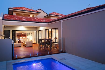 Luxury home near Beach & City - Karrinyup