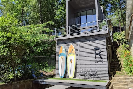 R Lake – Tiny Modern Lake House on Lake Rabun