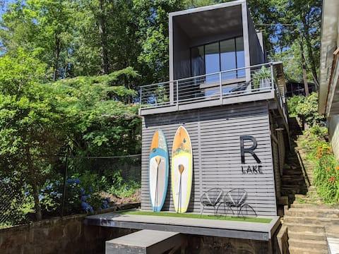 R Lake – Tiny Modern Lake House on Lake Rabun