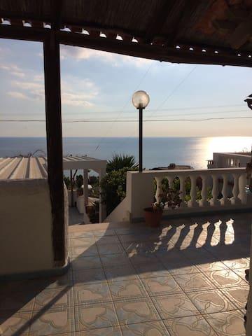 Monolocale con vista panoramica - ฟอริโอ - อพาร์ทเมนท์