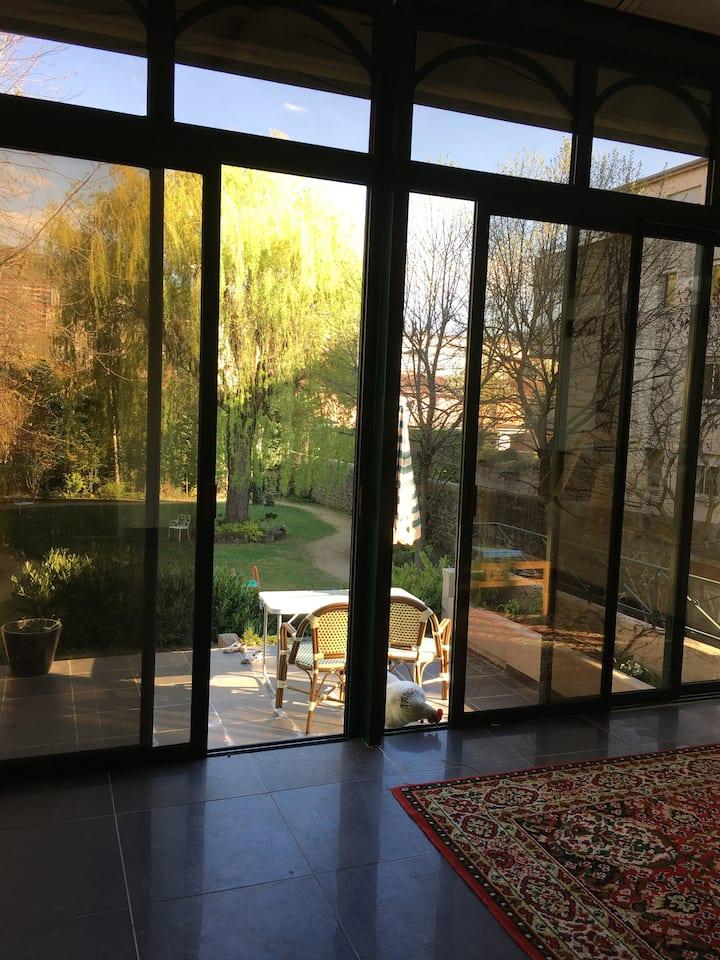 Chambre dans vaste villa