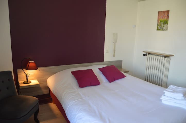 Chambre dans petit hôtel**