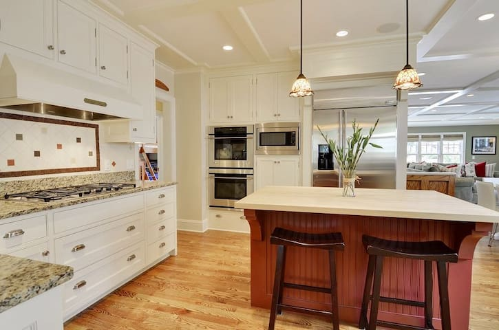Super Bowl 2018- Entire 3800 sq ft House is Yours - Minneapolis - Dom
