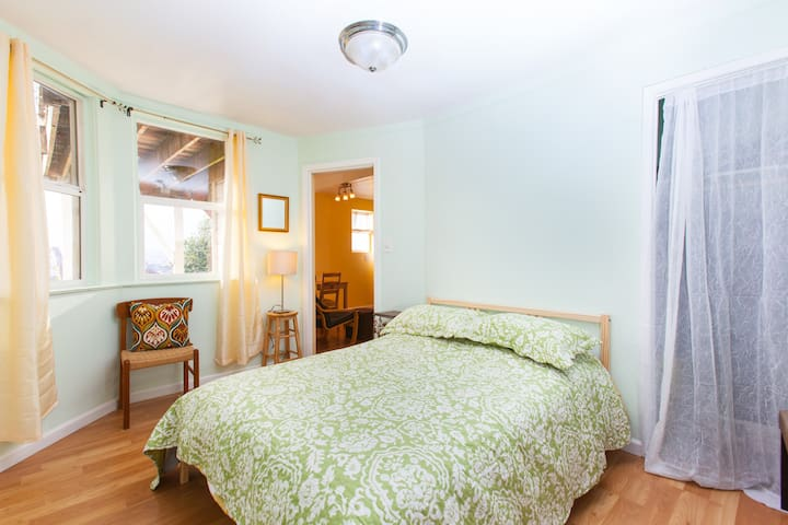1 Bedroom Apt w/ SF & ocean views - Daly City - Lejlighed