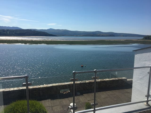 Porthmadog - WiFi, central heating, estuary view