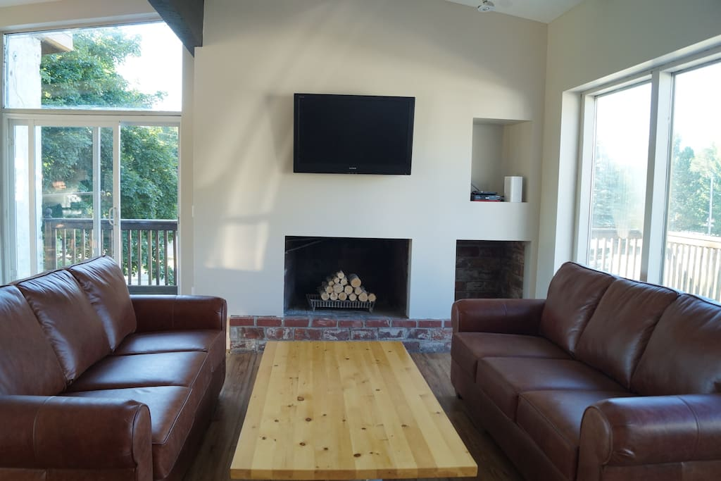 Brand new leather sofas to relax in while enjoying the beautiful views.