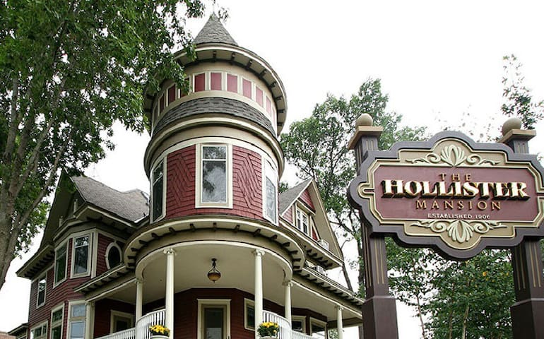 VICTORIAN MANSION: A Timeless Elegance (sleeps 16) - Prescott - Casa