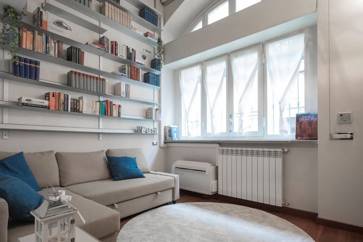 Cozy apartment near Arch of Peace