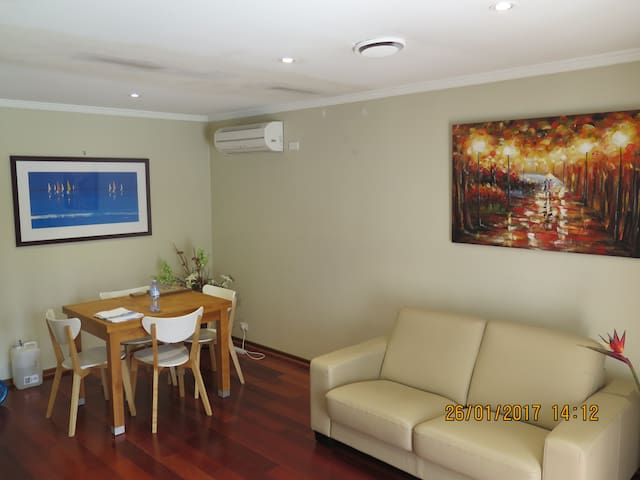 Nice and Cosy house in Ashwood near Chadstone - Ashwood - House