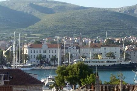 Cozy apartment MDM-Trogir with garden and balcony - Trogir
