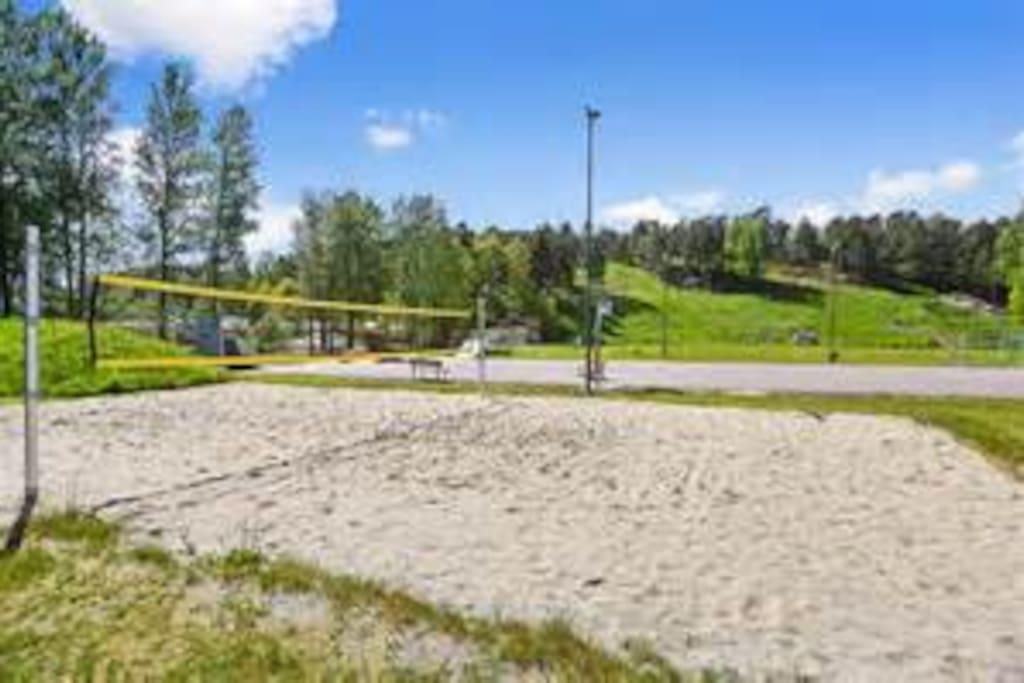 Beachbane og fotballøkke 100 m unna