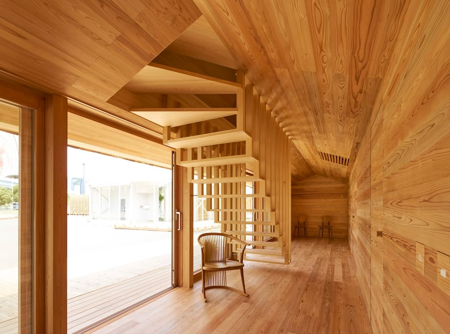 吉野杉の家・1階 階段部分