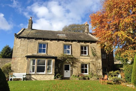 Historic country home with wonderful Dales views - Hetton