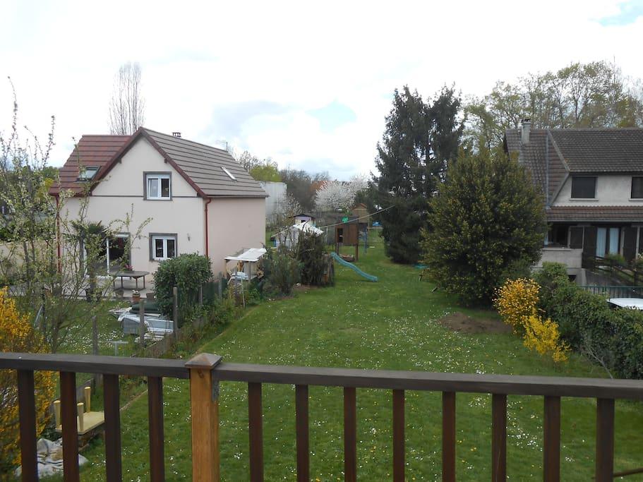Avec jardin et canap et bureau maisons louer for Jardin a louer ile de france