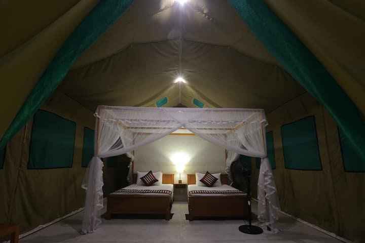 Tent 4 - 2 twin single beds