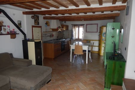 Alloggio rurale al 1° piano - 1th floor rural flat