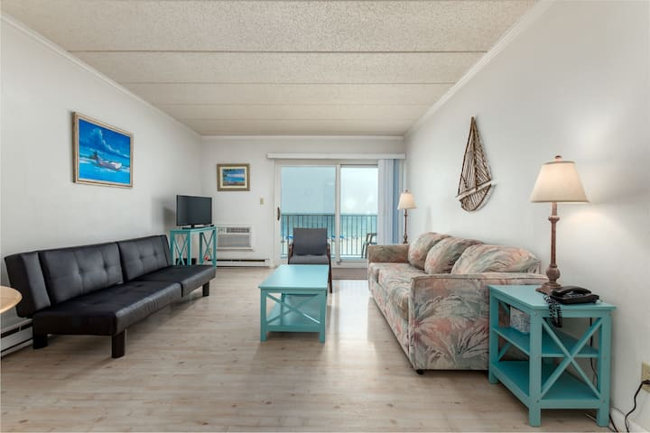 Barefoot Country 303 - Direct Oceanfront in North OC