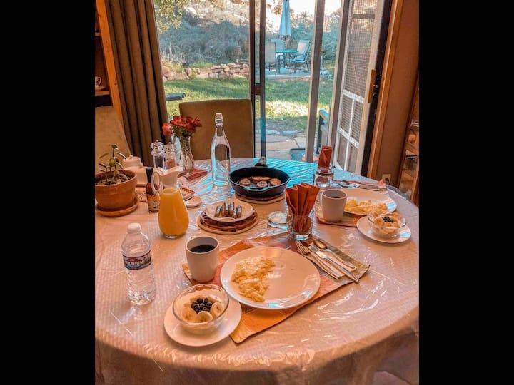 Organic breakfast whatever time u want private b&b