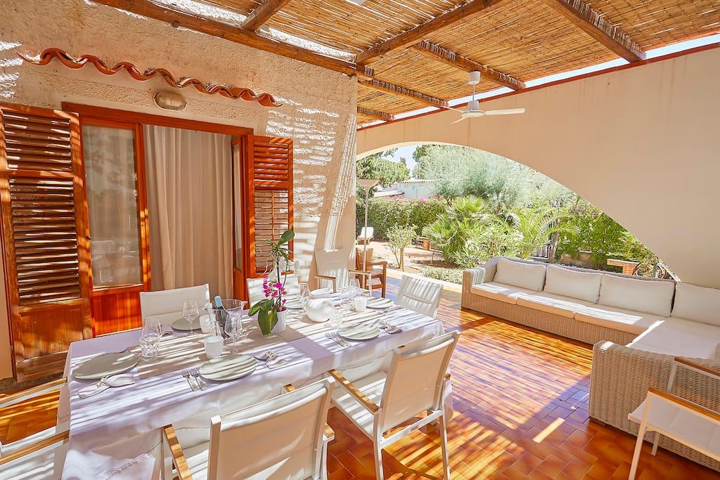 Villa vicino al mare con giardino e terrazza case in for Case arredate in affitto a carini