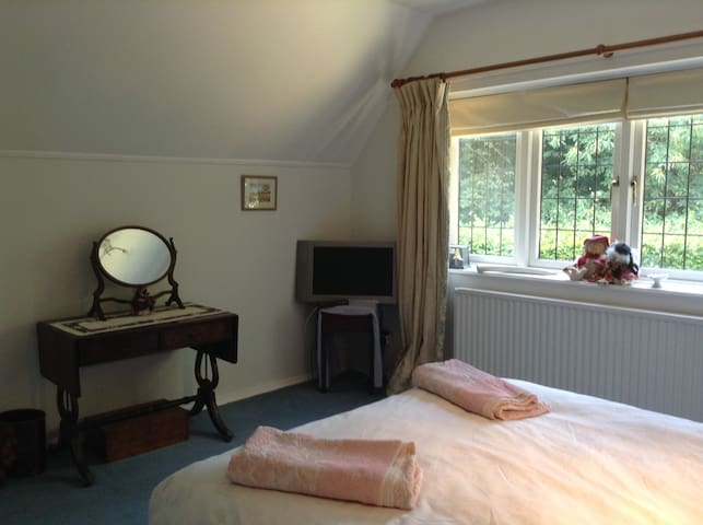 Double room with ensuite opposite Sutton Hoo