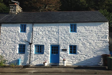 Traditional Snowdonia Welsh Cottage - Friog