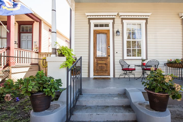 ★Family friendly★Historic home★Close to it all!