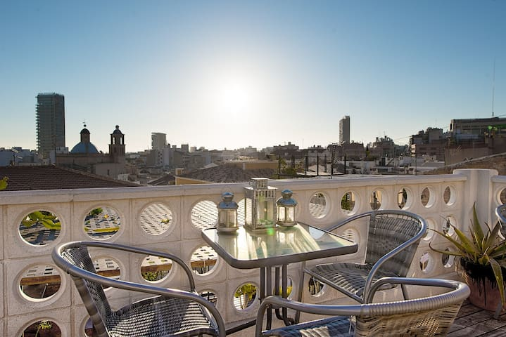 I Bedroom Casita with Roof Terrace in Old Town - Alicante - Casa