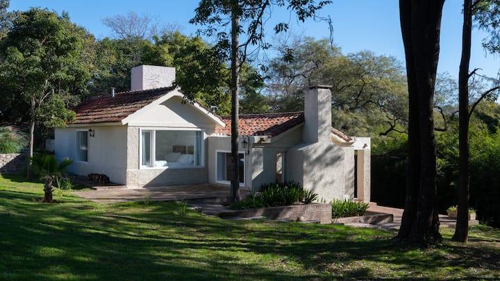 Cálida y elegante cabaña en Villa Allende