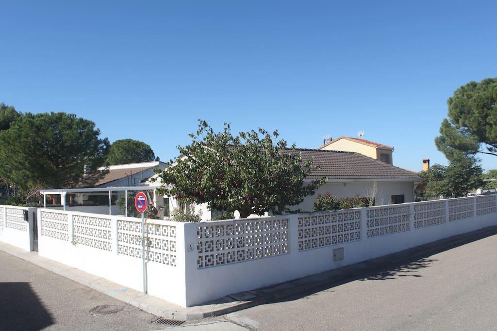 La bisa casa de campo cerca parque warner madrid casas - Hoteles cerca casa campo madrid ...