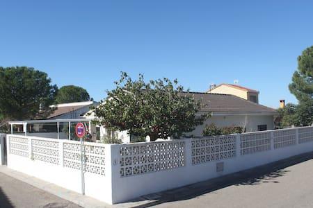 La Bisa. Casa de campo. Cerca Parque Warner Madrid