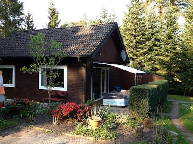 Das kleine Waldhaus in idyllischer Lage nahe Hamburg und Lüneburg