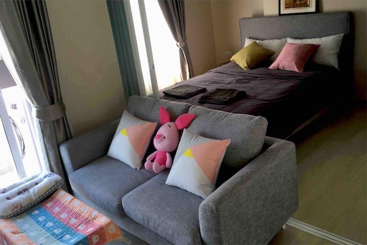 精装一室一厅宝宝枕婴儿被家庭房1queen bed+living baby care family