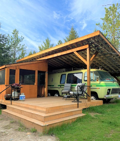 Unique Glamping RV on 100 acres 1 hr from Toronto