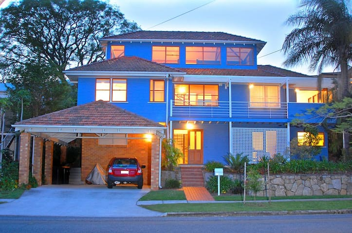 Inner Brisbane home close to CBD - free WIFI!