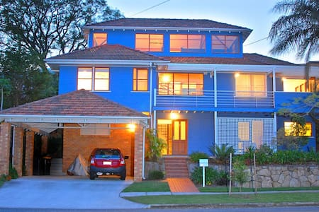 Inner Brisbane home close to CBD - free WIFI! - Gordon Park - Bed & Breakfast